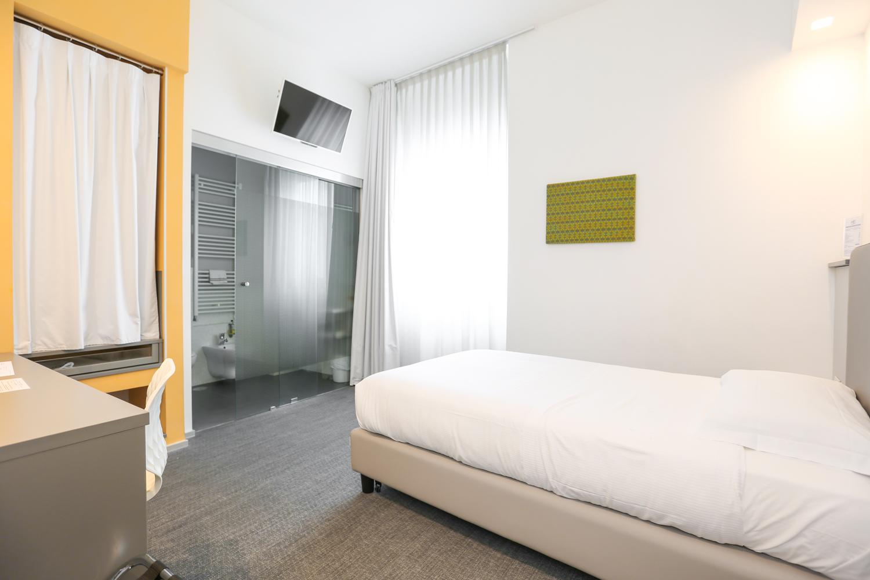 Hotel Executive Inn Camera singola standard e il suo arredamento in generale