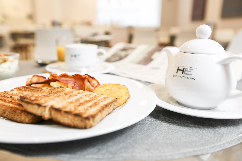 Hotel Executive Inn delizioso toast con prosciutto e tè
