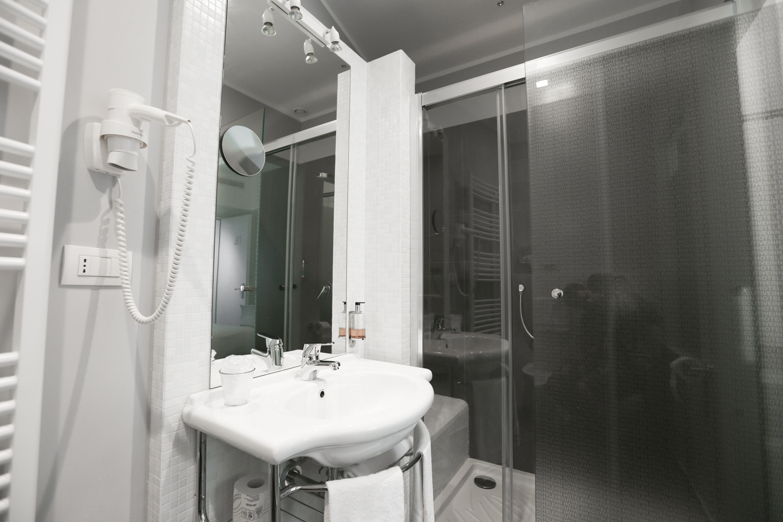 Hotel Executive Inn Camera singola standard con doccia e lavandino