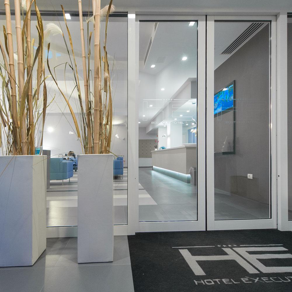 Hotel Executive Inn ingresso squisito che si affaccia sul design innovativo degli interni