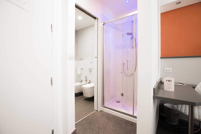 Hotel Executive Inn camera doppia francese, accesso alla sala igiene